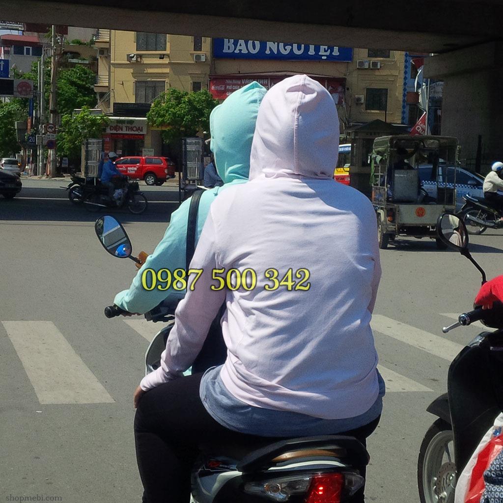Áo chống nắng Uniqlo có nhiều màu sắc khác nhau