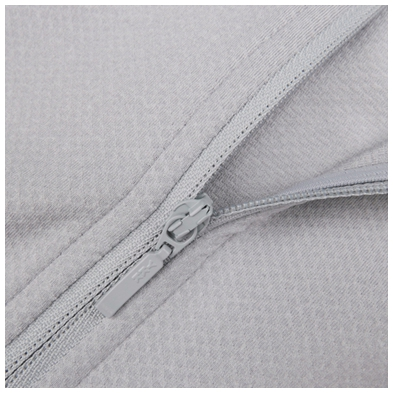 áo vẫn sử dụng loại khóa nhựa YKK thường dùng trên tất cả các sản phẩm của Uniqlo.