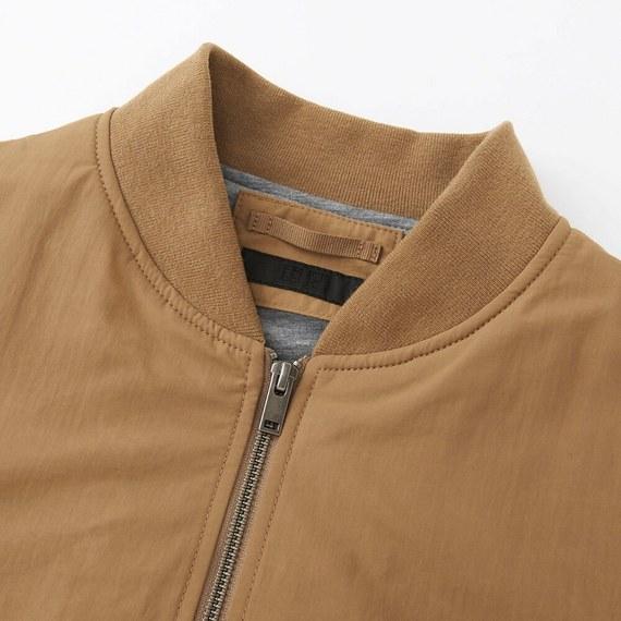 cổ áo bomber Uniqlo màu nâu