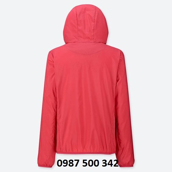 Mặt sau áo gió nữ Uniqlo 2019