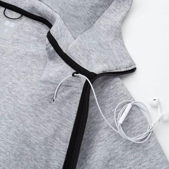 Bên trong áo treo dây tai nghe