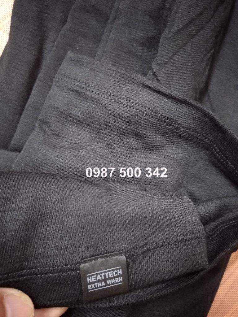 Phần vạt áo có may thêm một miếng vải in chữ HEATTECH EXTRA WARM
