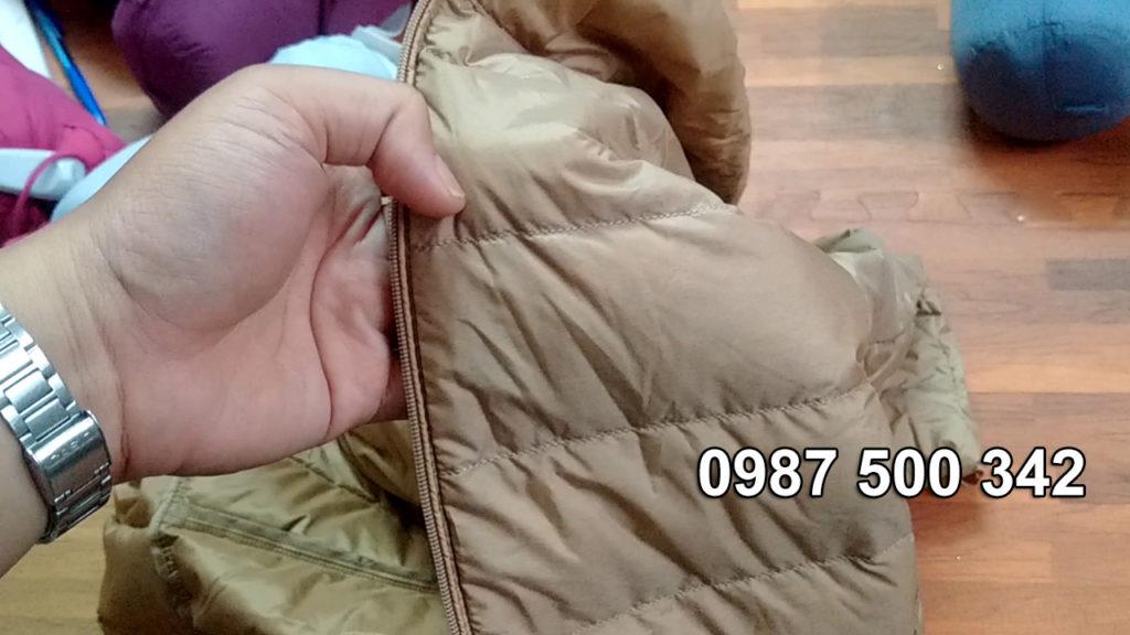 Áo lông vũ nữ Uniqlo 2019 có các múi lông vũ căng
