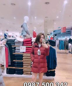 Mặc thử áo lông vũ đại hàn dáng lỡ Uniqlo màu đỏ mận