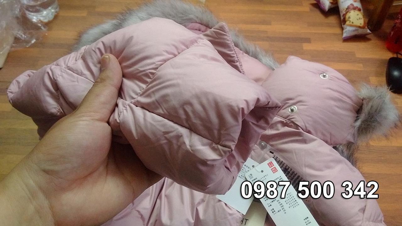 Tay áo lông vũ dáng dài Uniqlo Nhật màu hồng, tay có bo thun bên trong