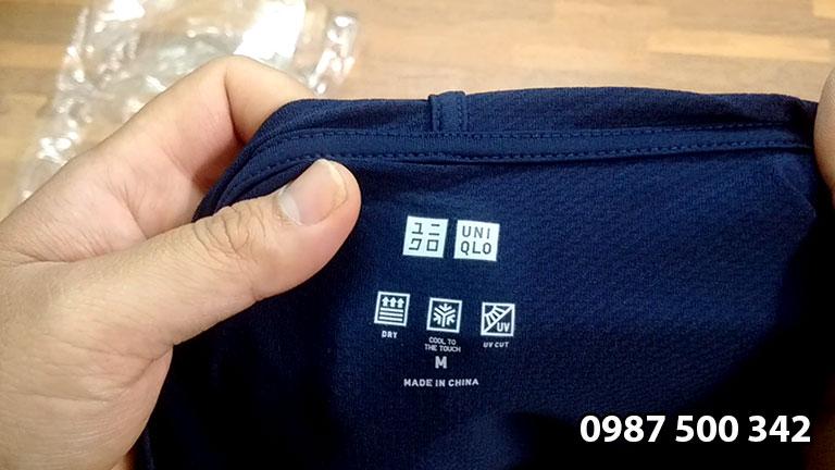 Cổ áo chống nắng Uniqlo 2020 in logo Uniqlo và các công nghệ, xuất xứ áo