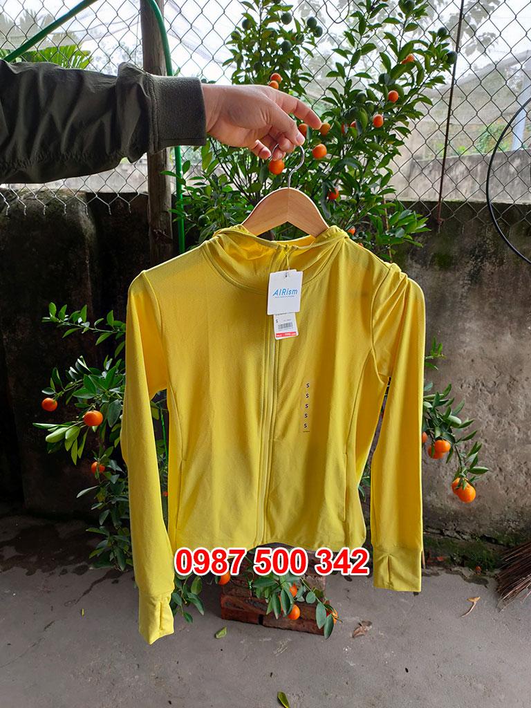 Ảnh thật áo chống nắng Uniqlo màu vàng 43 YELLOW 413363