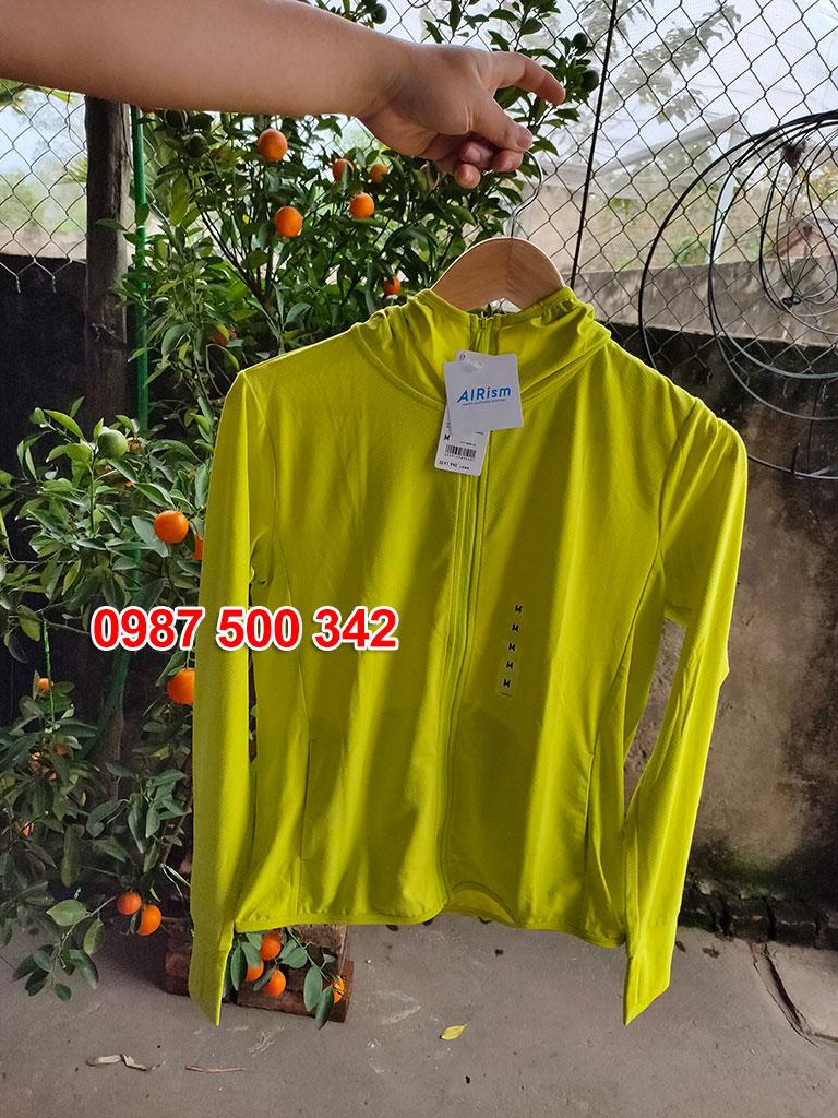 Ảnh thật áo chống nắng Uniqlo màu vàng chanh 44 YELLOW 422807