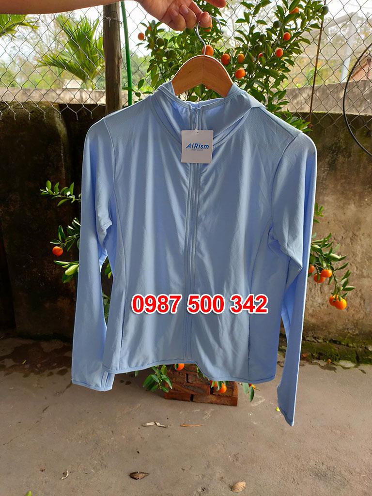 Ảnh thật áo chống nắng Uniqlo màu xanh da trời 60 LIGHT BLUE 404086