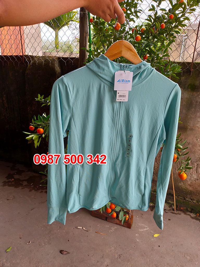 Ảnh thật áo chống nắng Uniqlo màu xanh ngọc 52 GREEN 422807
