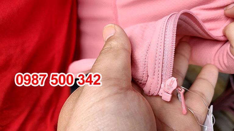 Khóa YKK trên Áo chống nắng Uniqlo 2020 màu hồng cam 12 PINK-422807