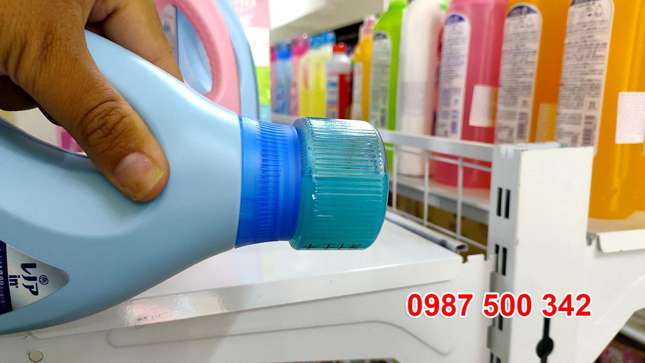 Review Chai nước giặt xả gel ball P&G Nhật Bản 850ml màu xanh