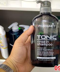 Trên tay chai Dầu gội nam Tonic Pharmaact 600ml Nhật Bản