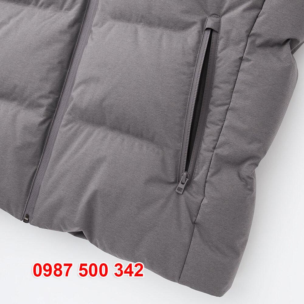 Bên trong túi áo ngoài có lót nỉ rất ấm, màu nỉ giống màu áo