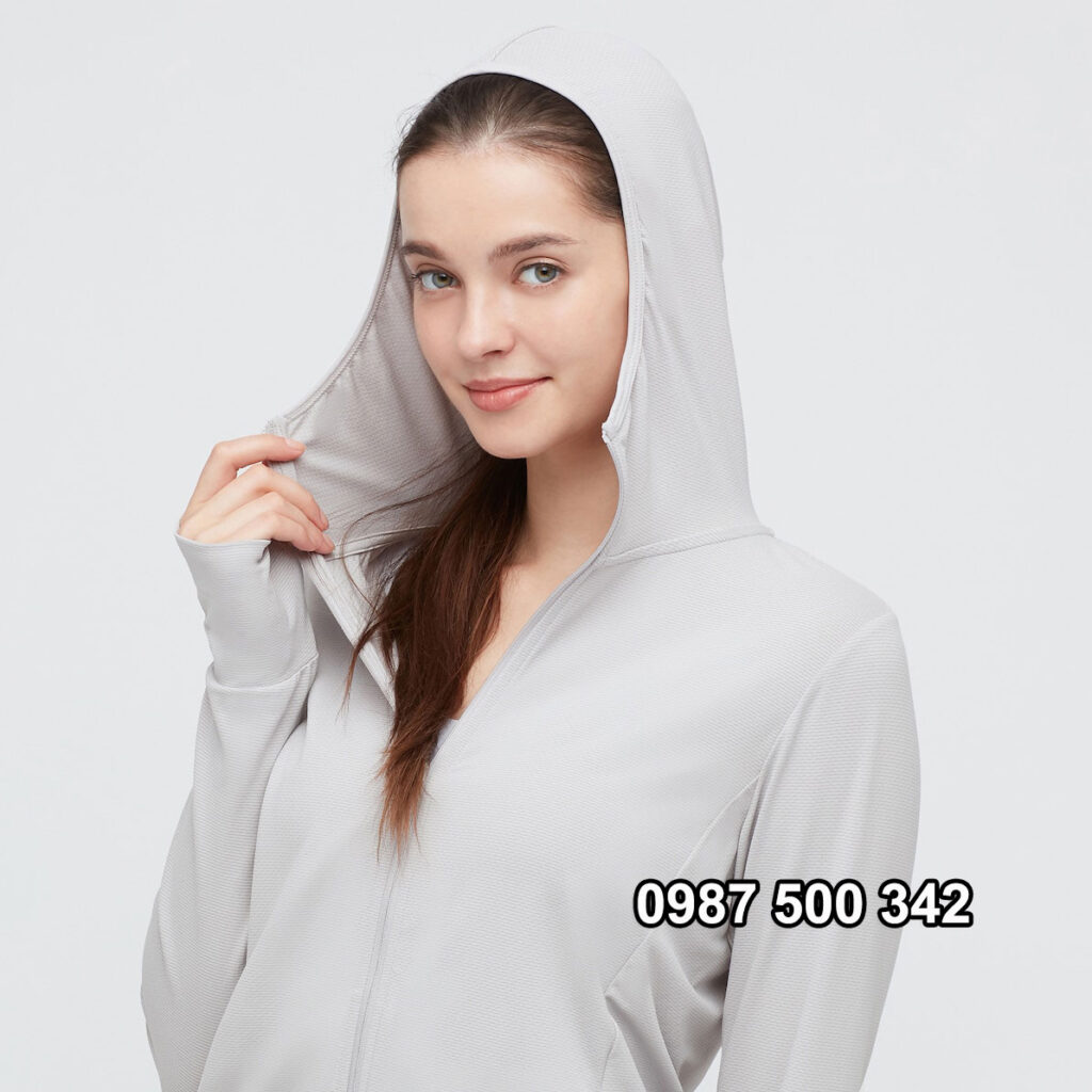Áo chống nắng Uniqlo 2021 khóa kéo cao che kín cằm người mặc