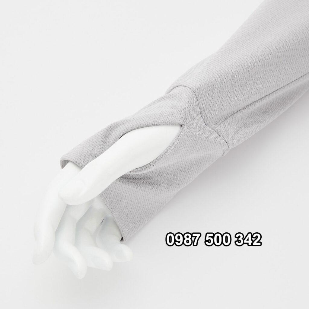 Tay áo chống nắng Uniqlo AiRism 2021 xỏ ngón tay cái