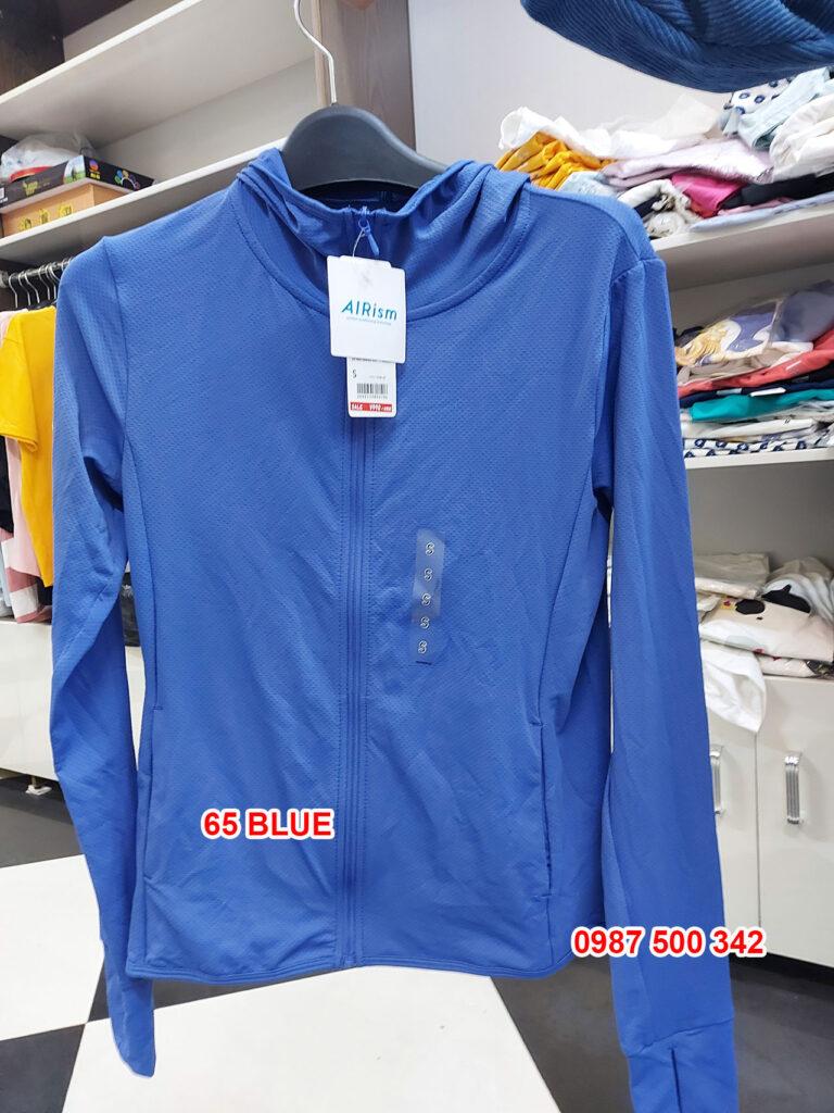 Ảnh thật áo chống nắng Uniqlo màu xanh coban 65 BLUE