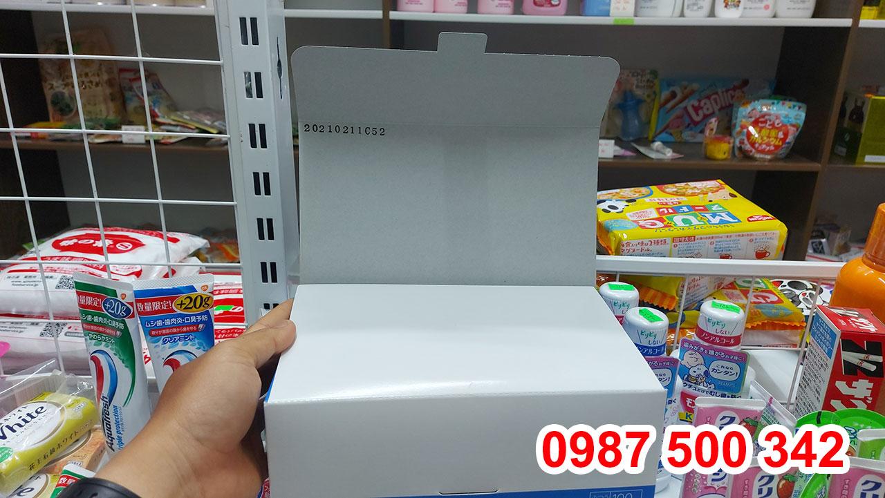 Mở hộp đựng khẩu trang Unicharm Nhật Bản